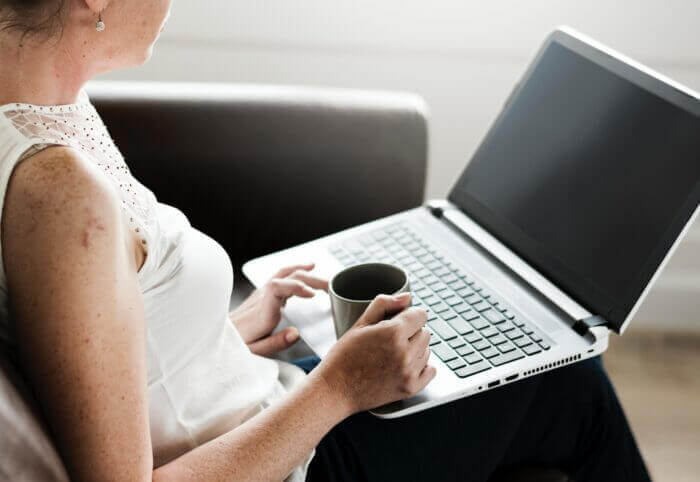 Online Cognitive Hypnotherapy, woman using laptop